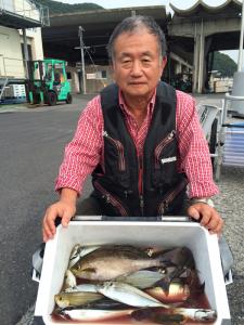 由布市の佐藤さん、良型イサキ、アジの数釣りを楽しんだ