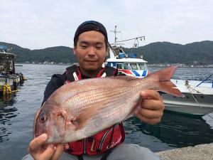 佐伯市の松山さん、良型真鯛GET