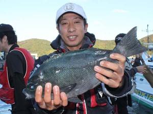 大型クロを釣った柴田さん