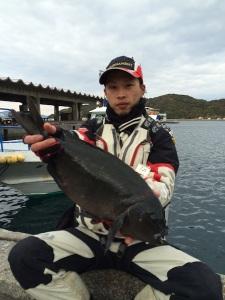 大分の安藤さん、47.5cmクロGET。職場の釣り大会で優勝した