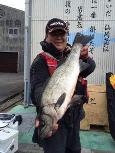 北九州の吉田さん、65cmスズキGET