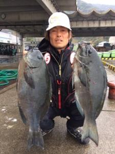 北九州の幸森さん、釣りファンの取材、44cmクロダブルGET。2月25日発売4月号掲載。お楽しみに