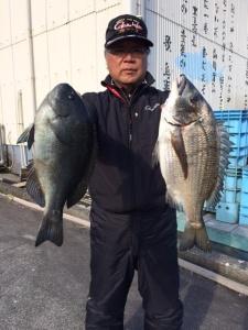 北九州の広吉さん、湾内で良型クロ、チヌGET
