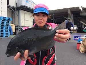 佐伯市の岩田さん、磯釣りを楽しんだ