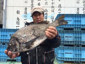 野津の平山さん、50cmチヌGET