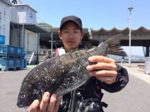 横浜の篠隈さん、45cmチヌGET