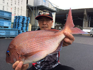 野津の平山さん、47cm真鯛GET