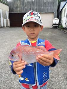 幼稚園児の佐藤君、初磯を楽しんだ。