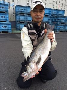 中津の森山さん、60cmオーバースズキGET