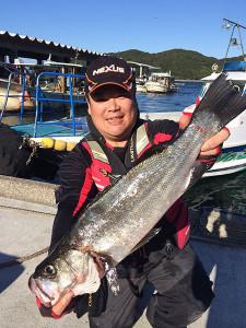 北九州の吉田さん、56cmスズキルアーでGET