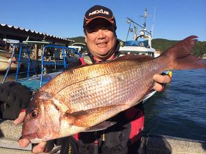 北九州の吉田さん、59cm真鯛ルアーでGET