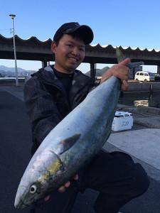 ポイント那珂川店の江口さん、70cmハマチGET