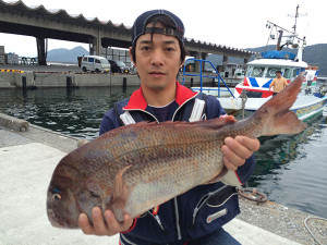 大分の田多さん、70cm真鯛GET