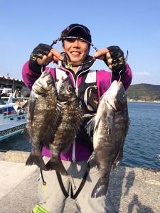 行橋の小原さん、46cmチヌを頭に磯釣りを楽しんだ