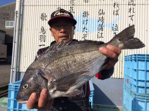 野津の平山さん、48cmチヌGET