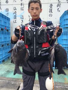 中津の中2、小畑君、石ガキ鯛の数釣りを楽しんだ