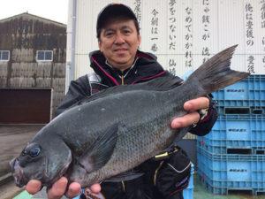 大分の播磨さん、46cmクロGET この釣行は、磯釣り伝説5(11月末頃発売予定)に掲載されます。お楽しみに!