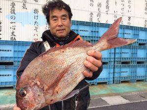 野津の平山三郎さん、51cm真鯛GET