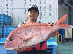 大分の広岡さん、良型真鯛GET
