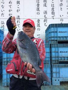 豊後大野の後藤さん、45.3cmクロGETして、職場の釣り大会で優勝